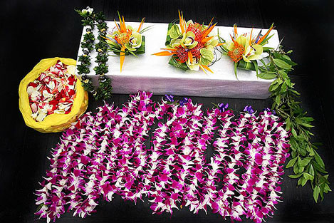 Hawaii Wedding Lei Bouquet And Flowers