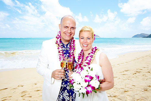 Hawaii_weddings_at_Waimanalo_Beach